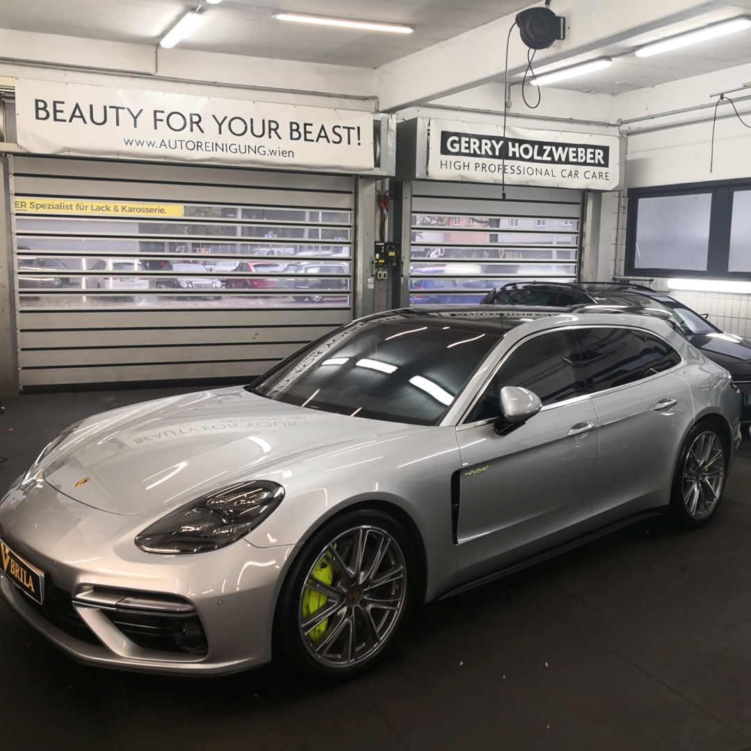 Die hohe Kunst der Autoaufbereitung ist das Detailing. Porsche Panamera mit BRILA Premium Glass Coating.